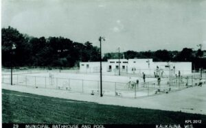 Kaukauna municipal swimming pool located on Beaulieu Hill.  Photo taken in 1950s.